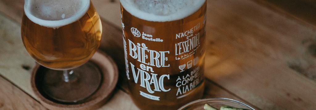 La fontaine à Bière Jean Bouteille permet d'embouteiller sa bière pression zéro déchet à emporter.