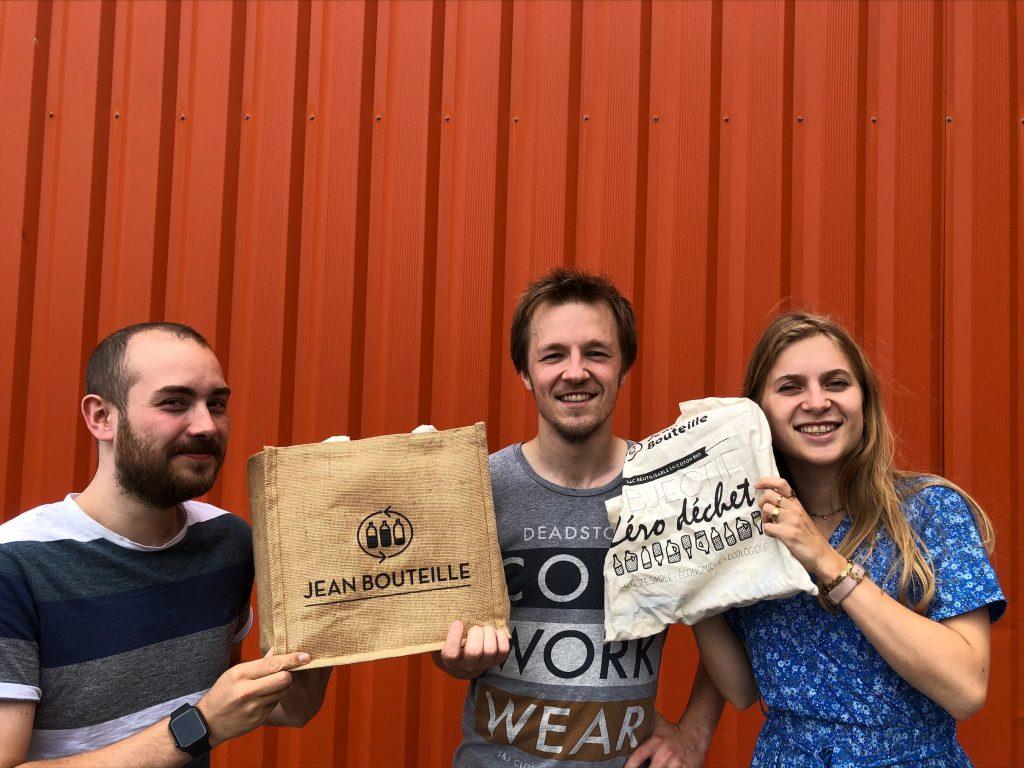 Des sacs réutilisables de l'équipe Jean Bouteille