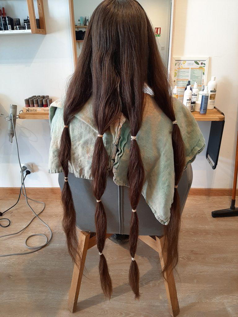 Le Peigne Vert fait des dons de cheveux à l'association Solidhair