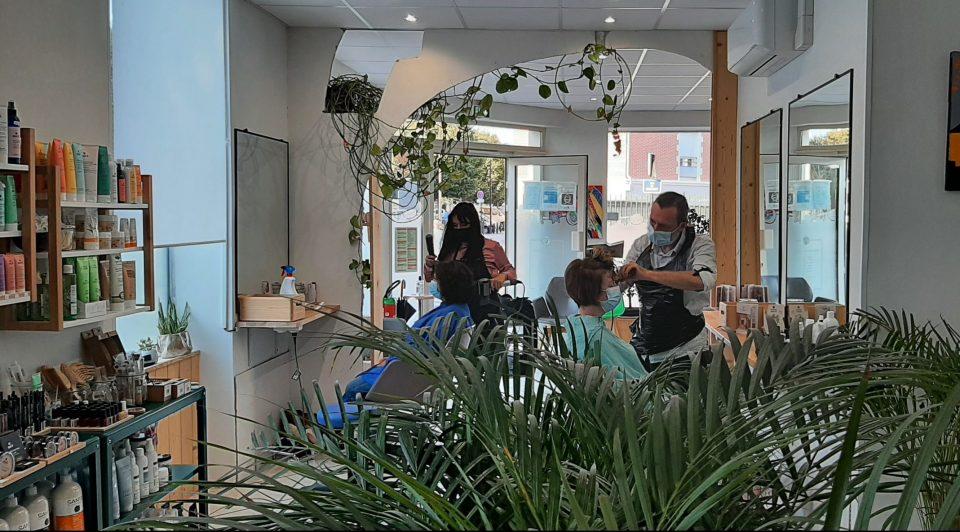 Vue sur le salon du peigne Vert qui s'engage pour réduire son impact environnemental